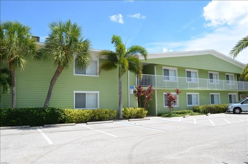 Westwind complex short 5 min walk to beach and much more