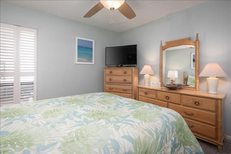 Roomy guest bedroom with comfortable furnishings!