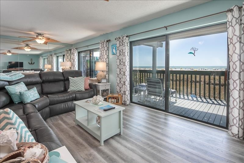 Immaculate Gulf Views from your living room!