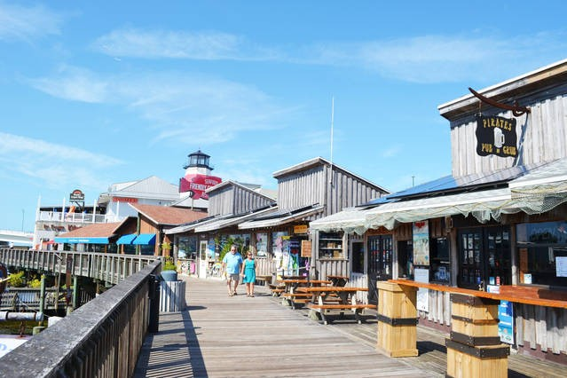 Fun for shops and restaurants at Johns Pass Village