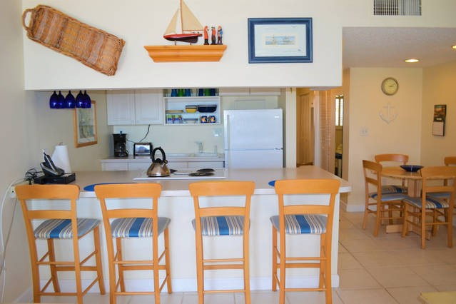 Fully equipped kitchen and dining for four